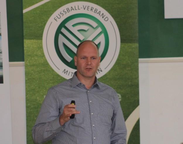 Seminare für Führungskräfte mit Dr. Holger Schmitz buchen
