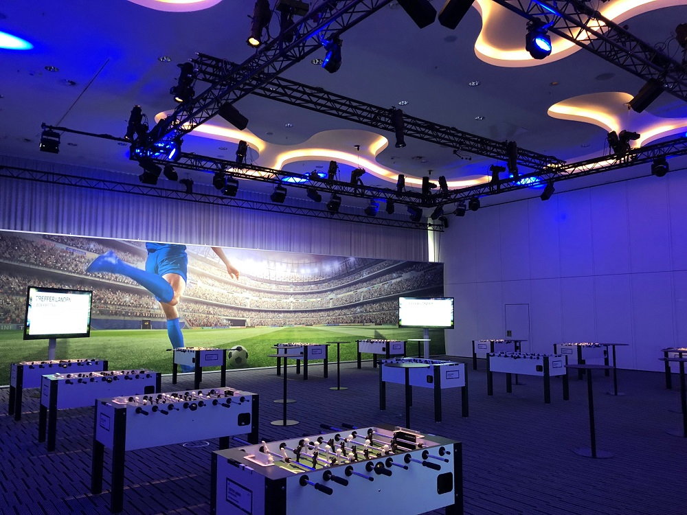 keynote YNWA BMW Aftersaleskonferenz Kicker Tische