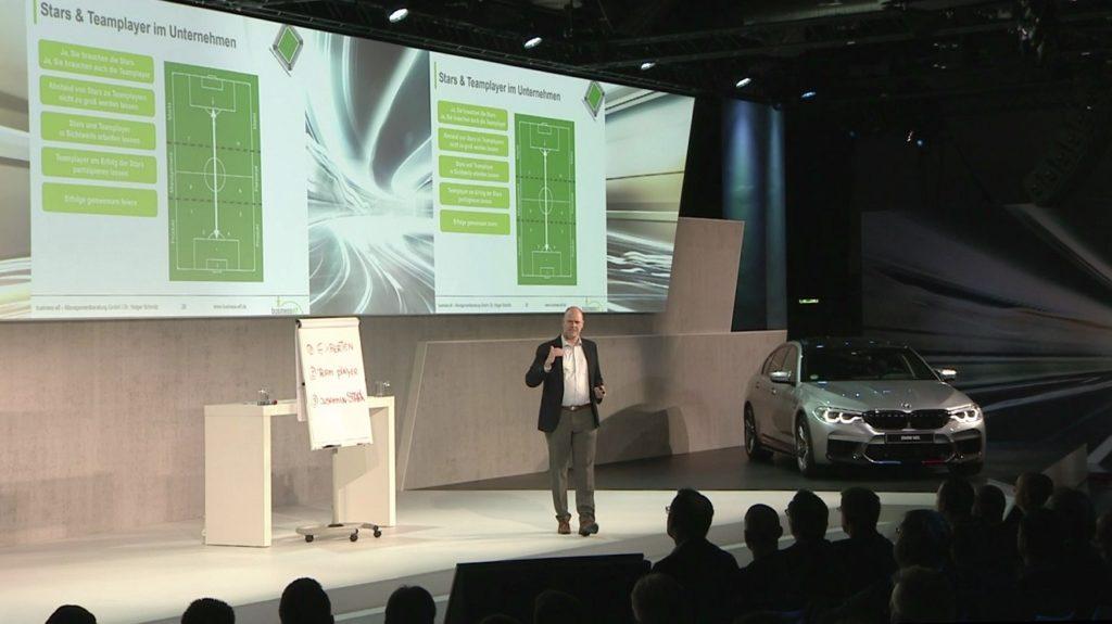 Redner Dr. Holger Schmitz im Keynote Vortrag Führung macht den Meister
