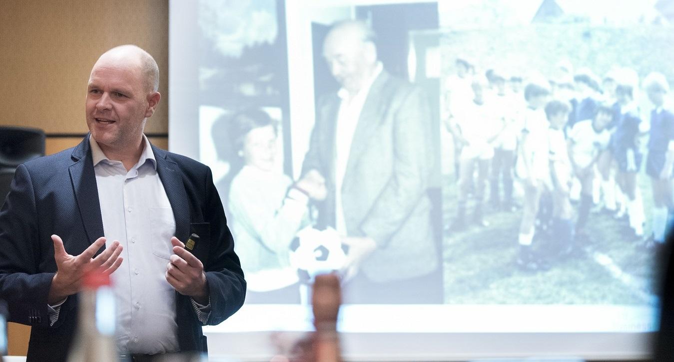 Stärkenorientierte Führung mit DISG-Profilen und Keynote Speaker Holger Schmitz