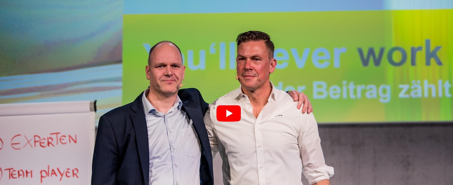 Führungsgsexperte Dr. Holger Schmitz mit Fußballredner Erik Meijer