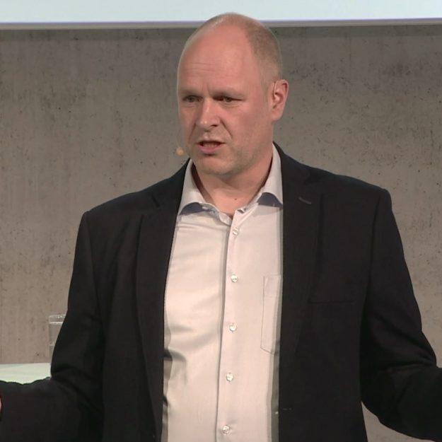 DISG Trainer Dr. Holger Schmitz als Speaker live auf der Bühne