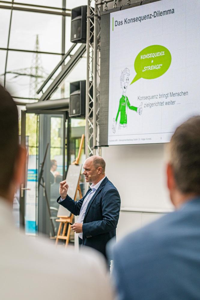 Konsequente Führung mit Dr. Holger Schmitz