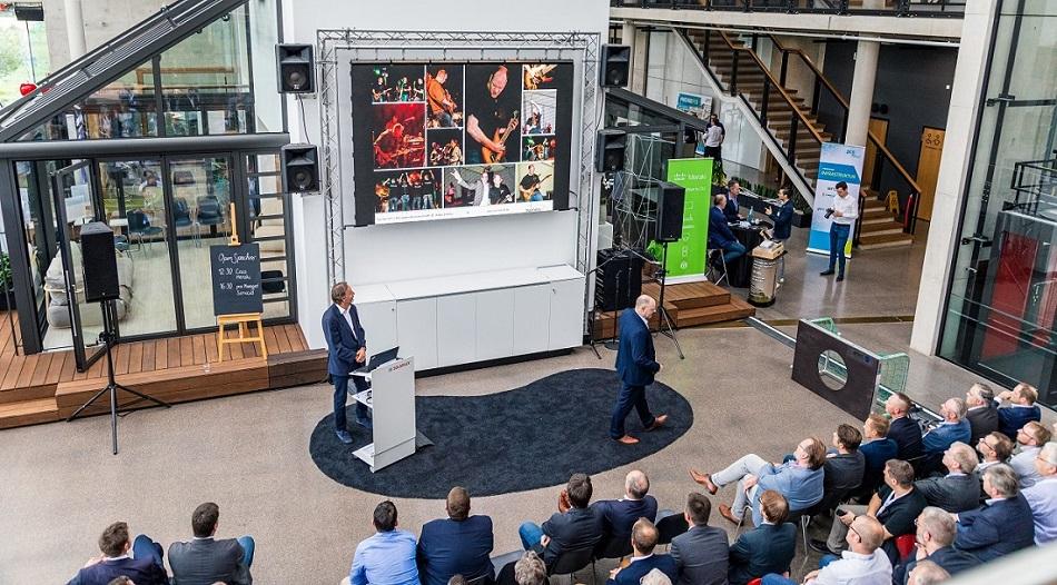 Redner Dr. Holger Schmitz und Peter Neururer live in der Keynote