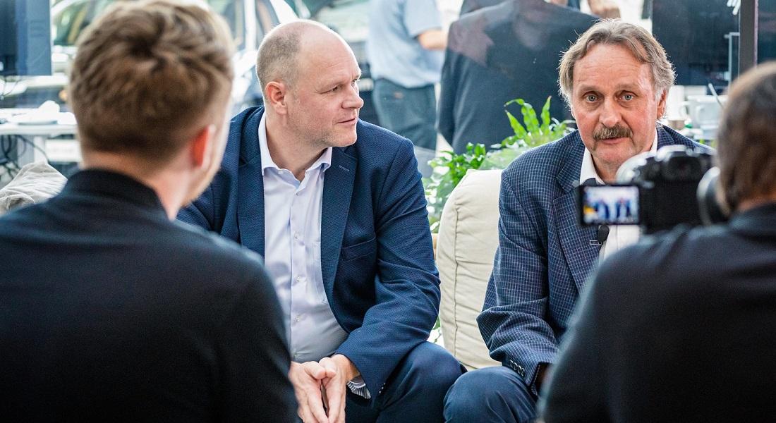 Redner und Fußballexperte Peter Neururer mit Leadership Experte Dr. Holger Schmitz im Interview
